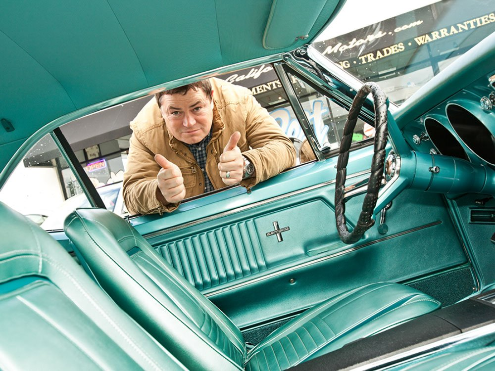 Mike Brewer TV | Photo Gallery | Mike Brewer thumbs up