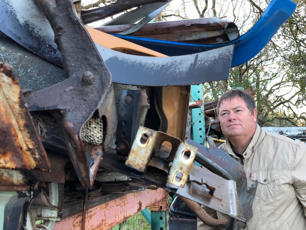 Mike Brewer TV | Photo Gallery | Mike Brewer at reclamation yard